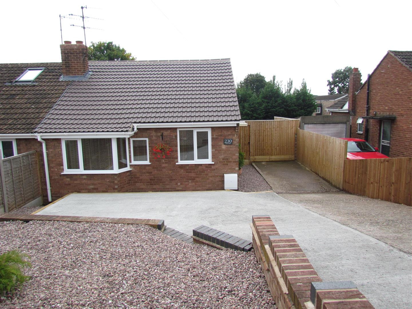 2 Bedrooms Semi Detached Bungalow for sale in Tolladine Road, Worcester